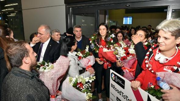 Beşiktaş Belediyesinden Filenin Sultanlarına coşkulu karşılama