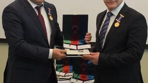 Azerbaycan Cumhurbaşkanı Aliyevden Gazeteci Şıktaşa onur madalyası