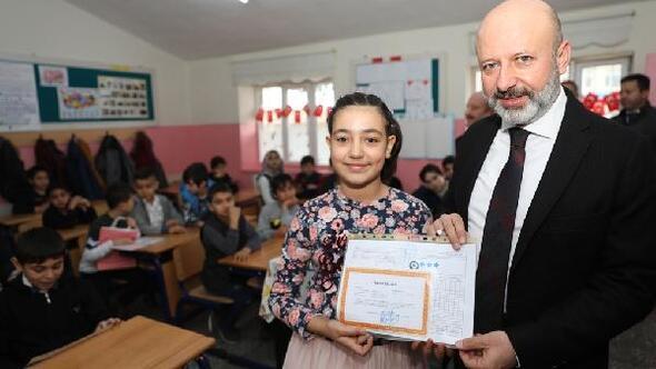 Başkan Çolakbayrakdar, öğrencilere karne verdi