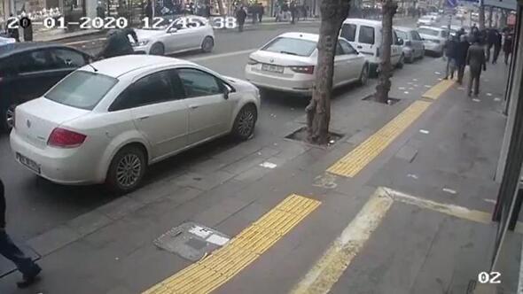 Cezayı engellemek için koştu otomobil çarptı
