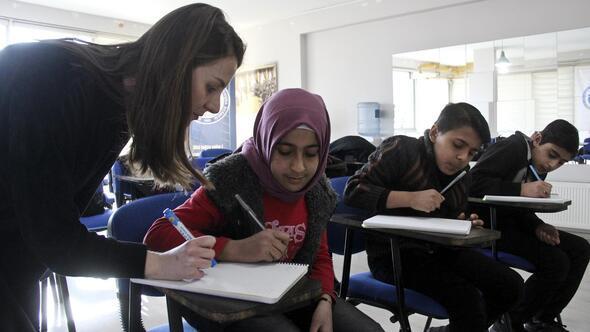 Savaşın çocukları Türkiye'de okuyor