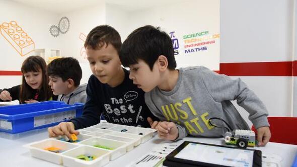 Edremit Belediyesinin öğrencilere karne hediyesi; robotik kodlama eğitimi