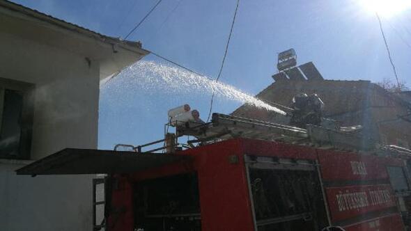 İznikte ahşap ev yandı