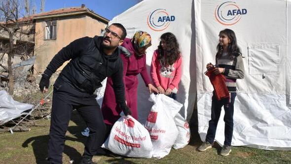Depremzedelere, üniversitelilerden TIR dolusu gıda ve giyim yardımı