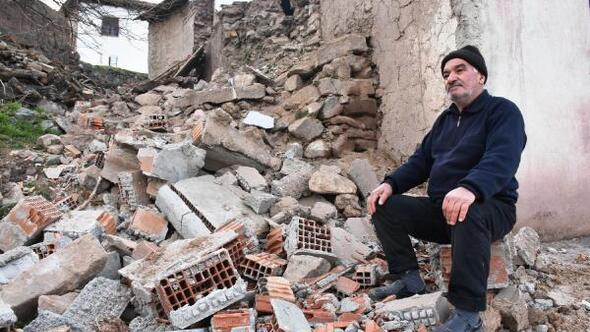 Malatyanın Kale ilçesinde de deprem hasara yol açtı