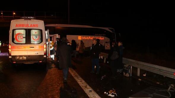 Otobüs bariyerlere çarptı: 7 yaralı