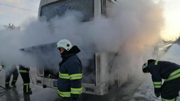 Servis otobüsündeki çıkan yangını itfaiye söndürdü