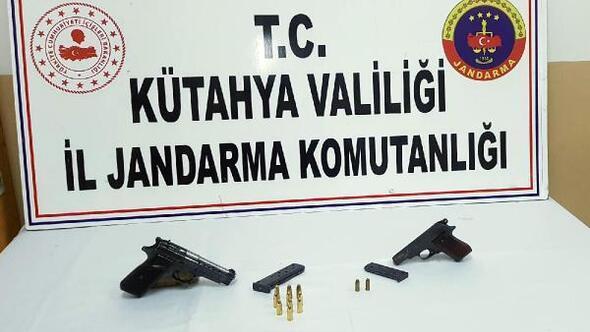 Otomobilinde ruhsatsız 2 tabanca ile yakalanıp, gözaltına alındı