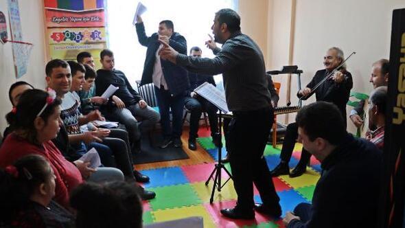Otizmli çocuklar, engelleri müzik ve eğitimle aşıyor