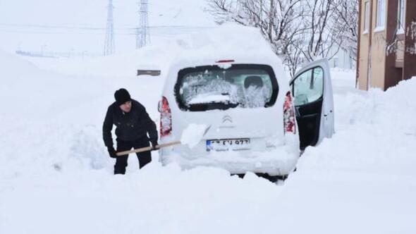 Van, Hakkari ve Bitliste bin 240 yerleşim yerinin yolu kardan kapandı