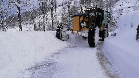 Rize Özel İdaresi'nin KAR-delen ekibi karla mücadele ediyor