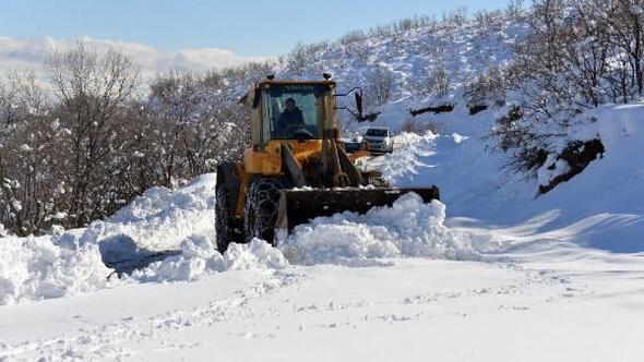 Bingölde 197 köy yolu kardan kapandı
