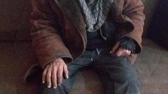 Sokakta yaşayan yaşlı adama belediye sahip çıktı