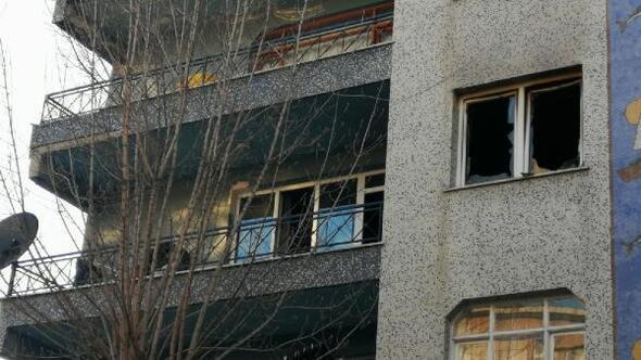 Kartalda bir evde yangın; mahsur kalan kişiyi arkadaşları kurtardı