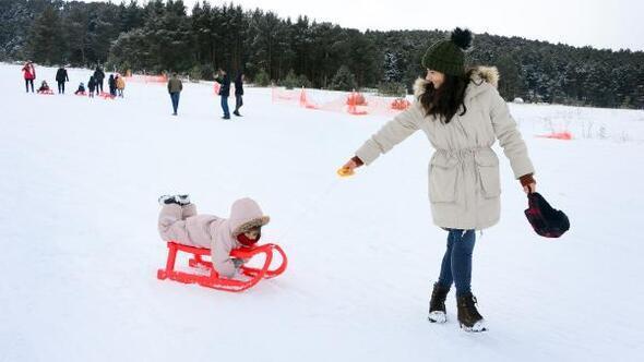 Yalnızçam Kayak Merkezinde kar sevinci