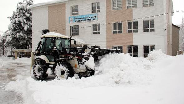 Bitliste kardan kapanan 575 yerleşim yeri, ulaşıma açıldı
