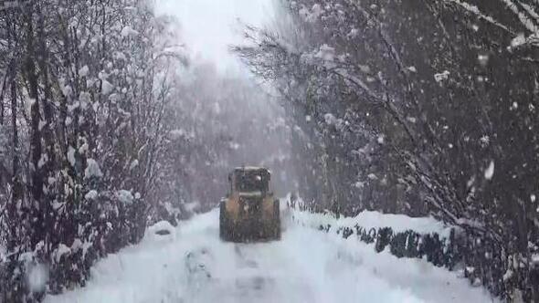 Muş'ta köy yollarında karla mücadele