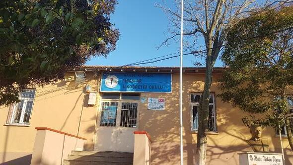 Manisada depremde zarar gören okulun bir bloğuna ağır hasarlı raporu