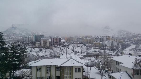 Tuncelide 50 köy yolu kardan kapandı