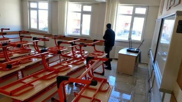Denetim serbestlik yükümlüleri okulları onardı