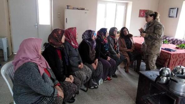 Jandarma, kadın çiftçilere KADESi tanıttı