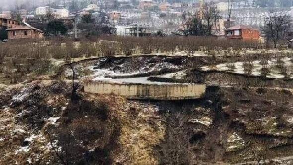 Heyelan nedeniyle 12 binanın tahliye edildiği mahallede, AFAD incelemesi