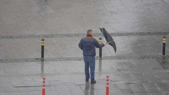 Çanakkalede fırtına ve yağmur hayatı olumsuz etkiledi