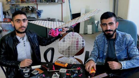 Amca ve yeğen, uçan robot kuş yaptı