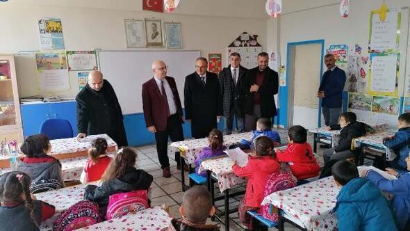 Temel Eğitim Genel Müdürü Gençoğlu, depremden etkilenen okulları inceledi