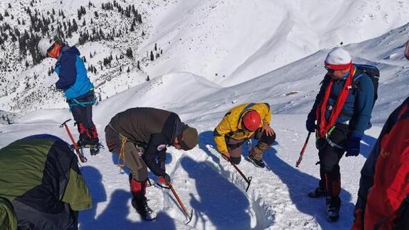 Düldül Dağında sertifikalı dağcılık ve kış eğitimi