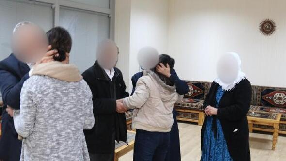 İkna yöntemiyle teslim olan 2 PKKlı kadın, aileleriyle buluştu