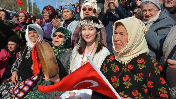 Datça, Badem Çiçeği Festivali ile renklendi