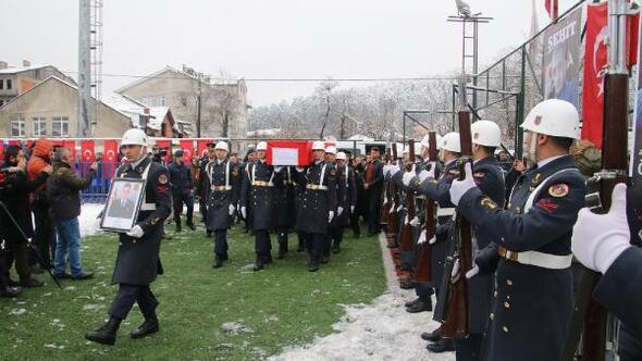 Şehit oğullarını Türk bayrağıyla uğurladılar