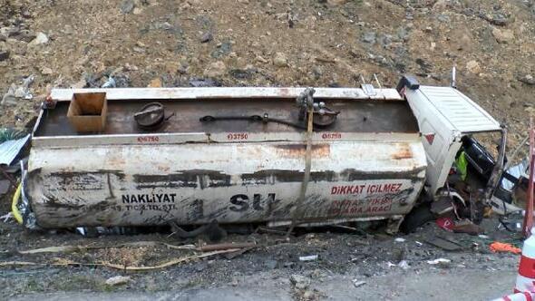 Başakşehirde su tankeri devrildi