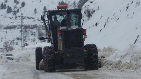 Adıyamanda kar yağışından dolayı 9 köy yolu kapandı