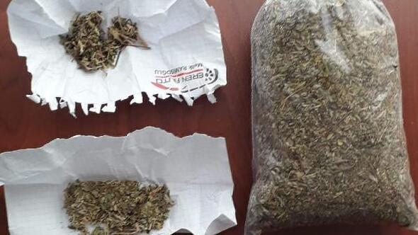 Araçlarında uyuşturucu bulunan 2 kişi gözaltında