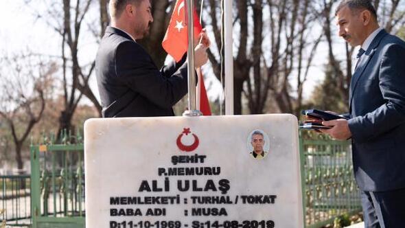 Turhalda şehit mezarlarının bayrakları yenilendi
