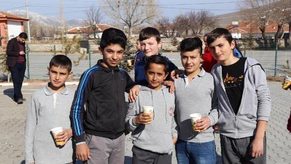 Aksaray Belediyesi köy okullarında çorba dağıttı