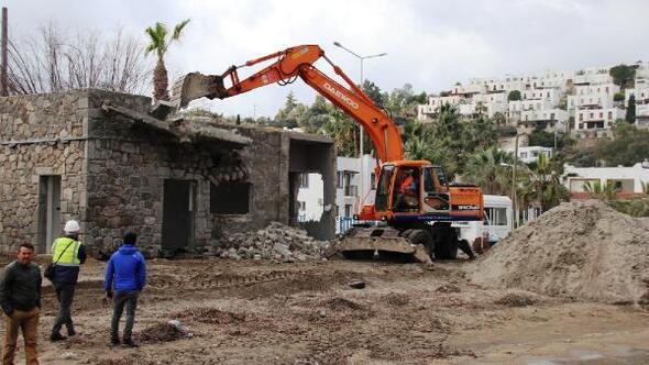 Bodrumda bir kaçak binanın daha yıkımı gerçekleştirildi
