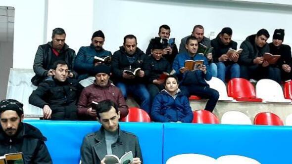 İmranlıda voleybol maçında kitap okuma molası