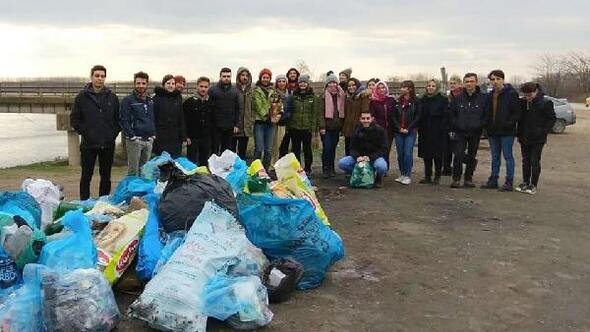 Edirne'de, çevreciler Meriç Nehri kıyısında temizlik yaptı