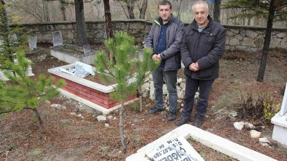Kütahyada, mezar taşlarını kırdılar