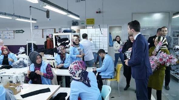 Başkan Karagölden fabrika çalışanı kadınlara çiçek