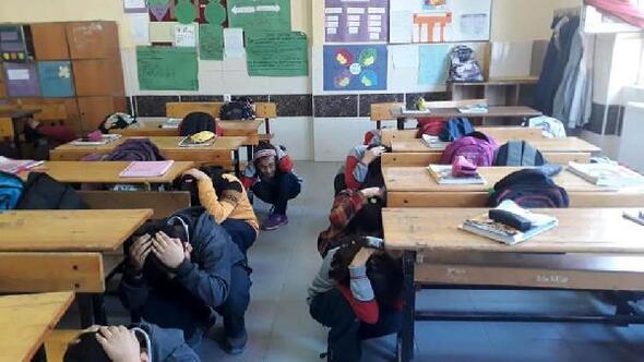 Altınözündeki okullarda deprem tatbikatı yapıldı