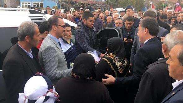 İdlibde yaralanan asker baba evinde