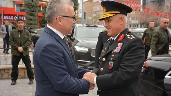 Orgeneral Arif Çetin, Vali Şimşek'i ziyaret etti