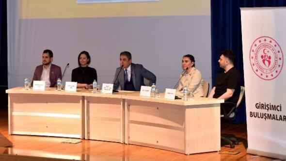 Genç girişimciler, üniversiteli öğrencilere tecrübelerini anlattı