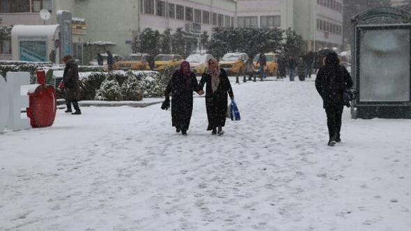 Niğde'ye kar yağdı
