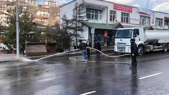 Çamlıderede caddeler dezenfektan ile yıkandı