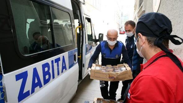 Başkan Eroğludansağlık çalışanlarına tatlı ikramı